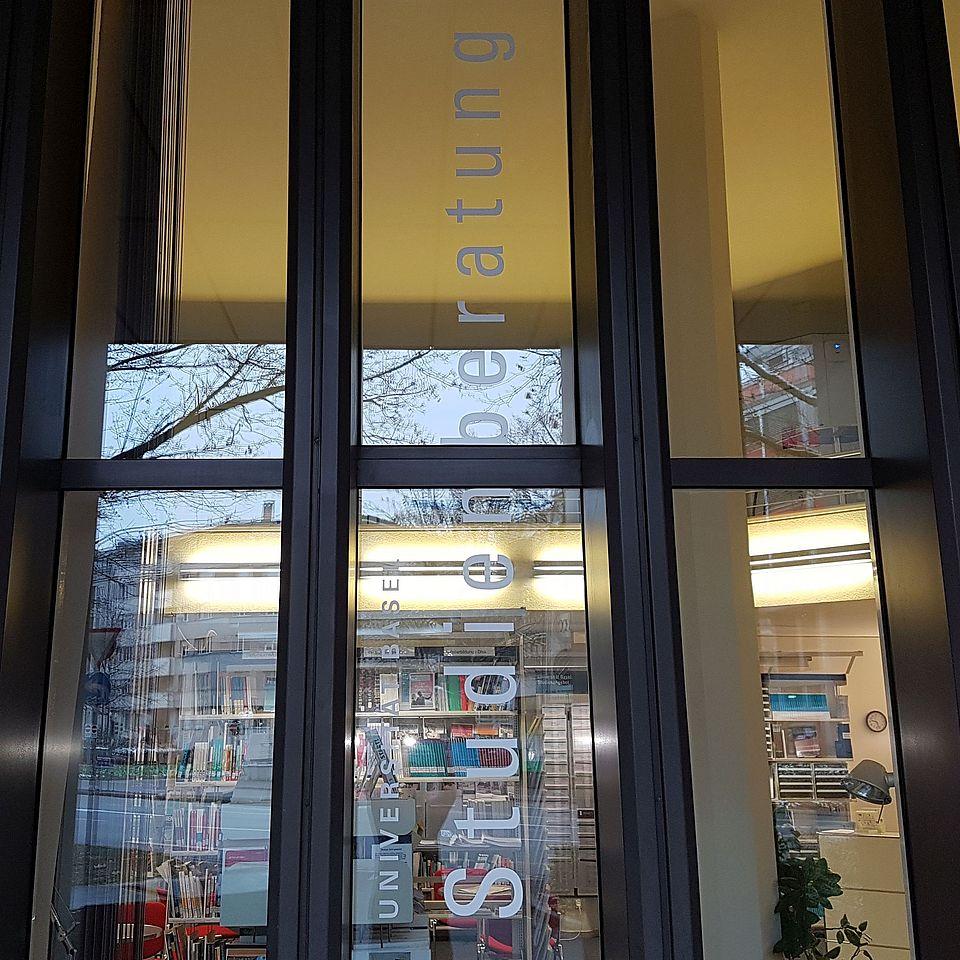Bild Eingang Studienberatung